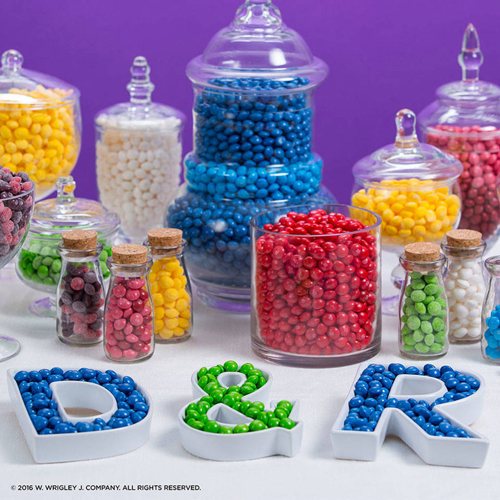 <b>Colorful Candy Bar</b></br>You know who likes parties? Skittles. Use all the colors of the rainbow or pick the hues that suit your party. Perfect for weddings, birthdays, or any sweet celebration.