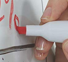 <b> Versatile Tip </b></br> Durable chisel tip marks 3 line widths making it easy to transition between bold strokes and detailed lettering.